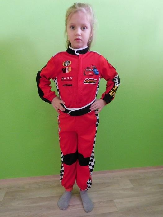 Dětský maškarní kostým pro kluky i holky - Automobilový závodník (Cena za půjčovné na 1-3 dny nebo víkend:)