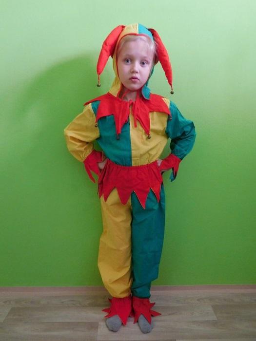 Dětský maškarní kostým pro kluky i holky - Kašpárek (Cena za půjčovné na 1-3 dny nebo víkend:)