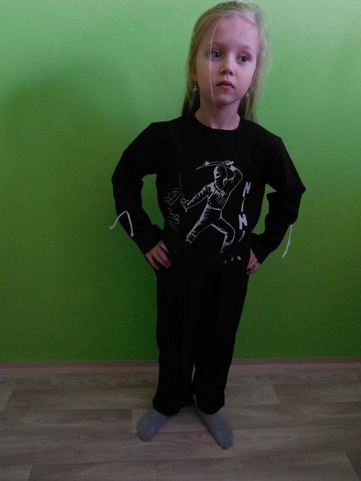 Dětský maškarní kostým pro kluky i holky - Ninja (Cena za půjčovné na 1-3 dny nebo víkend:)