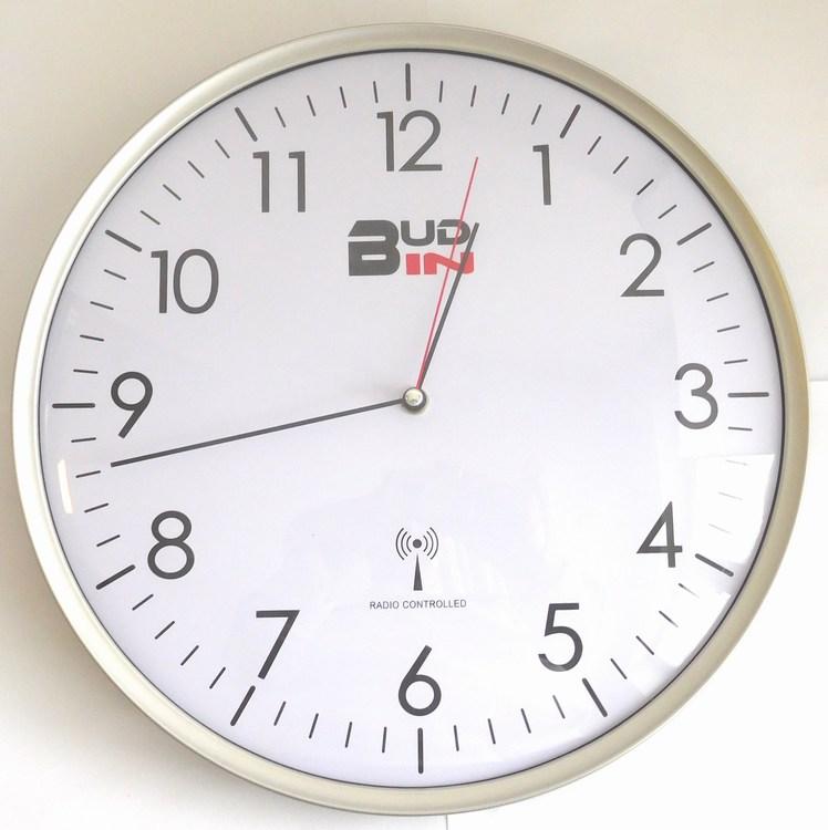 Stříbrné rádiem řízené nástěnné přesné hodiny BUD-IN C1703.1 (Rádiem řízené přesné hodiny DCF signál)