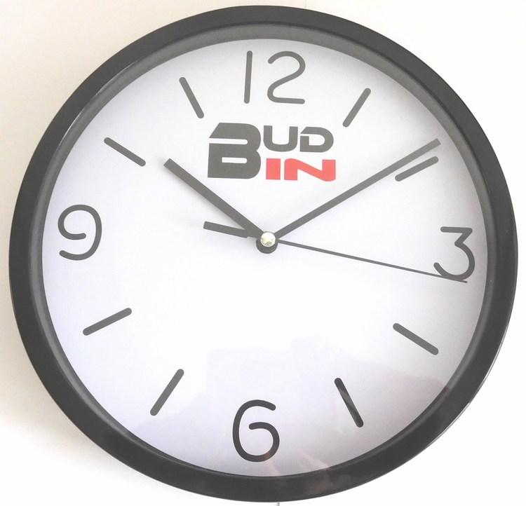 Černé nástěnné netikající hodiny s plynulým chodem BUD-IN C1702.1