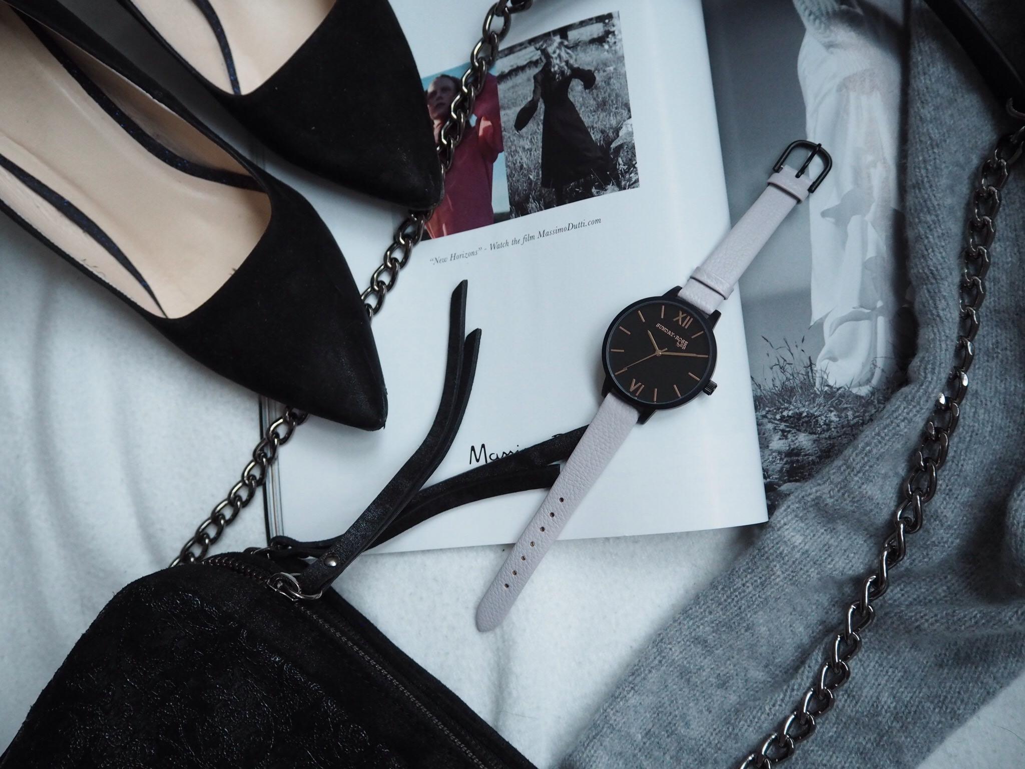 b0a84947ac5 Kompletní specifikace · Ke stažení · Související zboží. Dámské luxusní  designové černé hodinky SUNDAY ROSE Classic MOON DUST